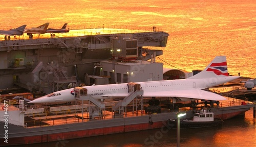 Photo concorde in red