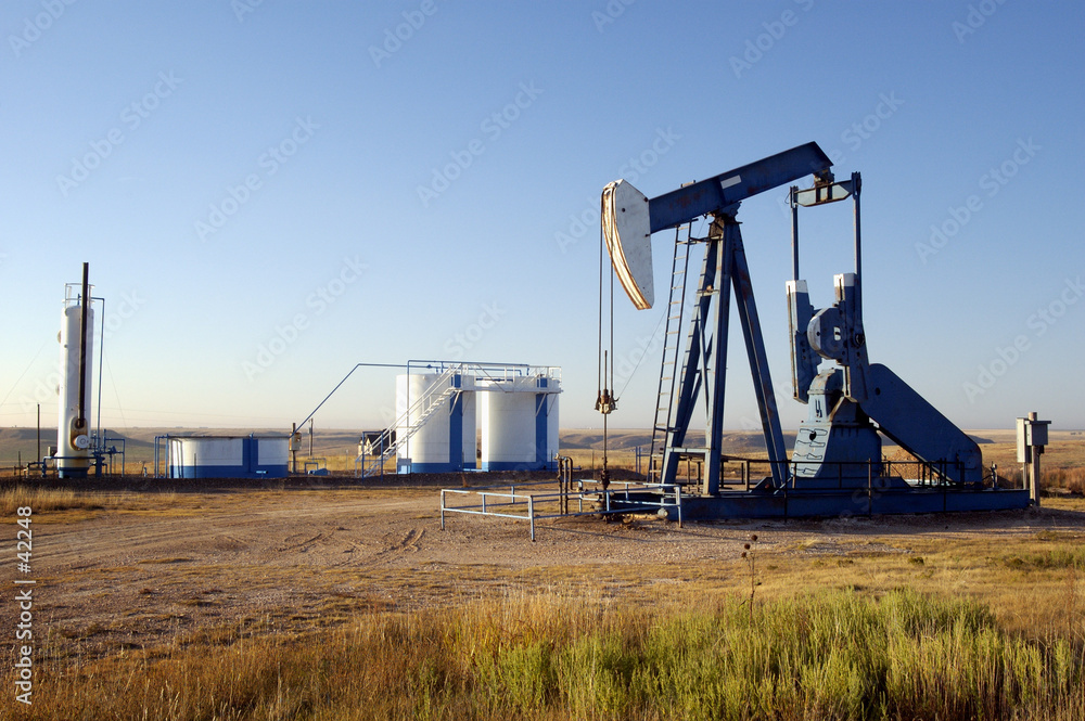 Fototapety, obrazy: oil well and storage tanks