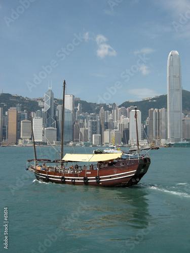 Fotografía jonque dans la baie de hongkong