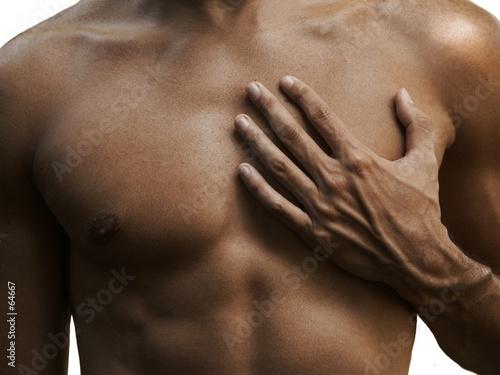 Fotografía tose masculin musclé et une main d'un métis