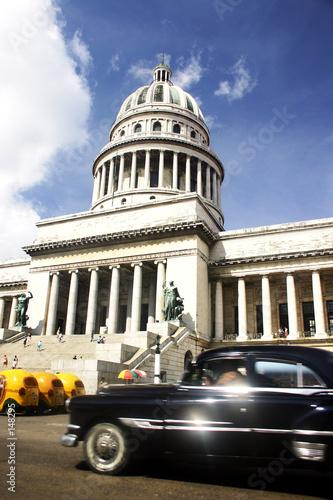 Deurstickers Cubaanse oldtimers coche y capitolio en habana