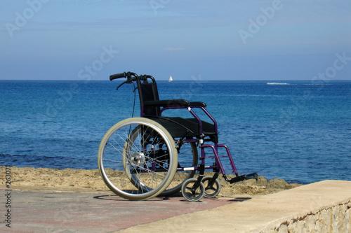 Deurstickers Strand silla de ruedas
