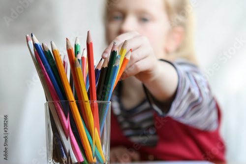Valokuva  choosing crayon