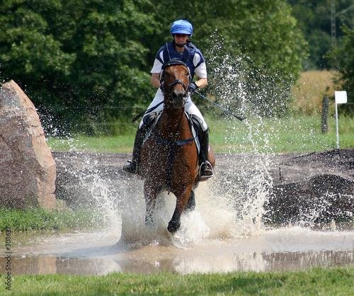 Deurstickers Paardrijden sprung ins wasser
