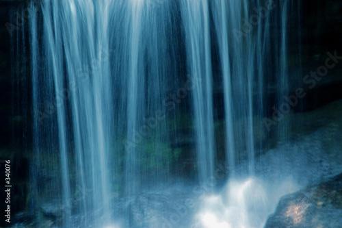 Montage in der Fensternische Wasserfalle blue paradise 2