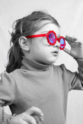 Fototapety, obrazy: little girl in sunglasses