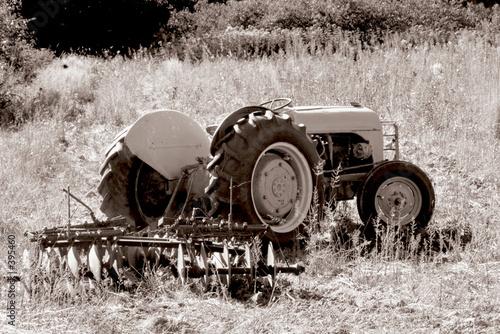 Fototapety, obrazy: old tractor. b&w sepia