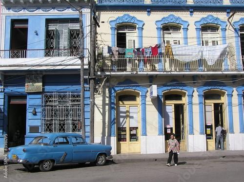 Deurstickers Cubaanse oldtimers street scene in old havana 2