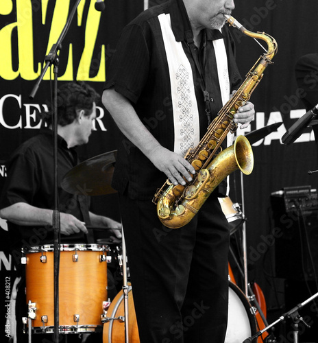 Photo  limited color image of a jazz band