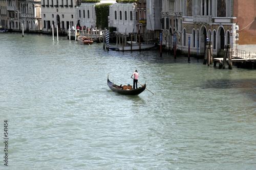Spoed Foto op Canvas Gondolas einsame gondel in venedig, italien