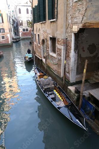 Spoed Foto op Canvas Gondolas la gondole attend les amoureux