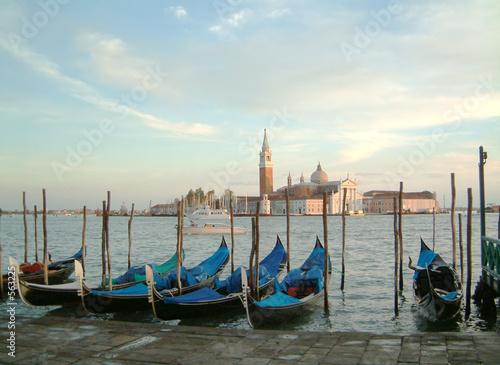 Spoed Foto op Canvas gondolas evening