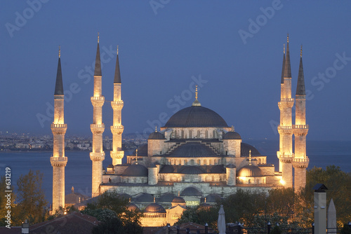 In de dag Turkije main mosque of istanbul - sultan ahmet (blue mosque) at early ev