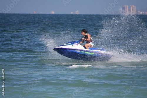 La pose en embrasure Nautique motorise jet ski