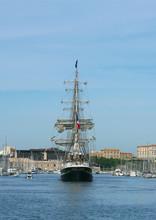 Trois Mâts Dans Le Port