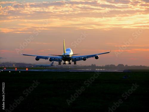 Tuinposter Vliegtuig 747 landing