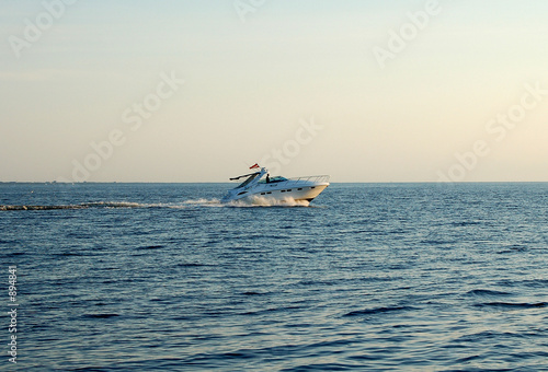 Photo Stands Shipwreck ship sailing in the sea
