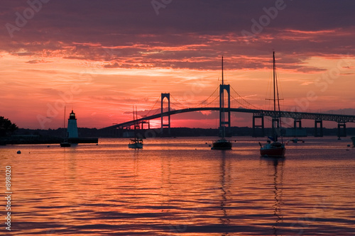 Photo beautiful sunset and newport bridge