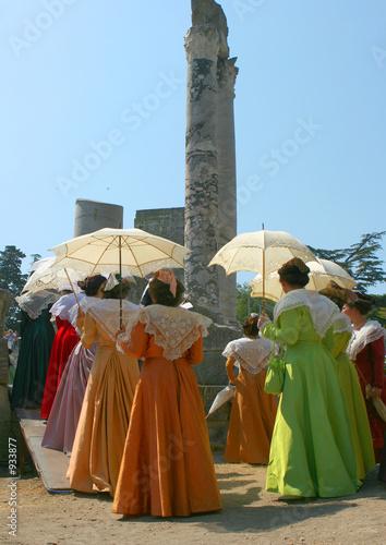 femmes et ombrelles Canvas Print