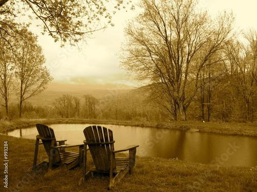 Photo  nostalgia-chairs and pond