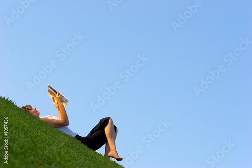Valokuva  reading outdoors