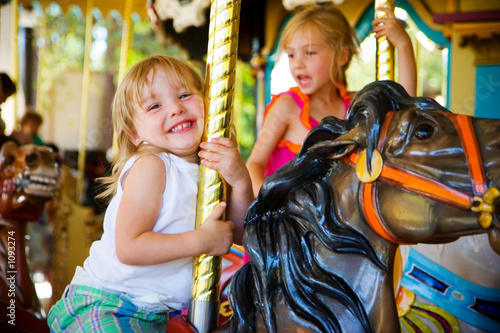 girl on a merry go round Canvas-taulu