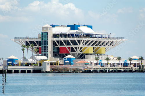 Photo  waterfront pier, shopping and dining