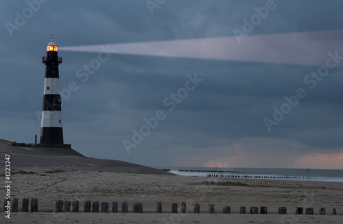 Photo lighthouse in the dusk