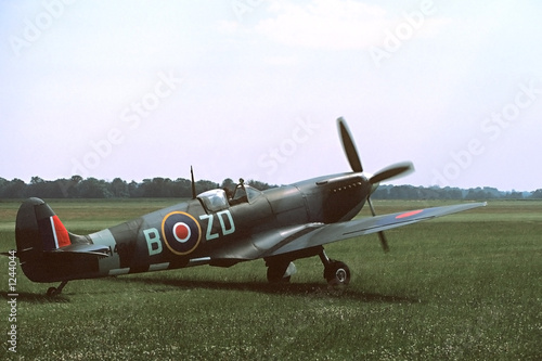 Canvas Print spitfire taxiing