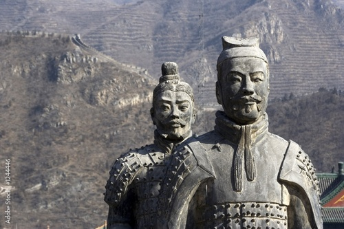 Poster Chinese Muur figures of soldier and horses clay