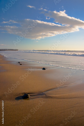 Foto-Leinwand - beach landscape with rocks vertical 1