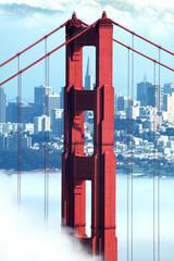 Fototapetagolden gate, transamerica and fog