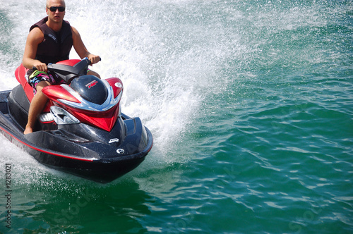 La pose en embrasure Nautique motorise biscayne bay jet skier