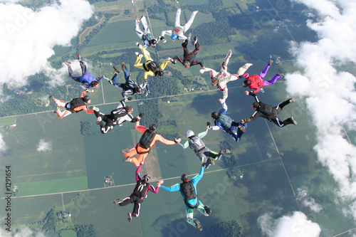 Fotografie, Obraz  16 skydivers in freefall together