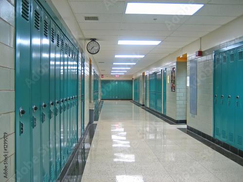 Fotografering school hallway