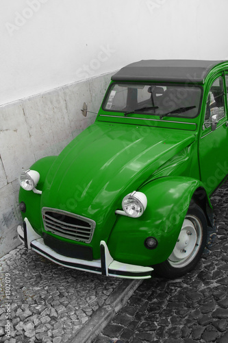 Photo  green car