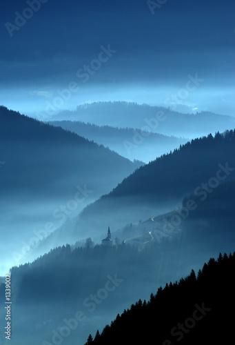 Spoed Foto op Canvas Nachtblauw mystic valley