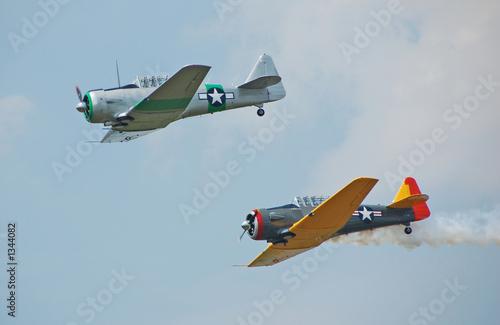 Fotografie, Obraz  two wartime fighters in flight