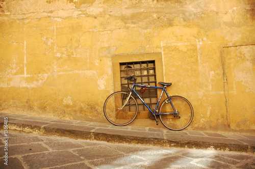 Deurstickers Fiets bike on yellow wall