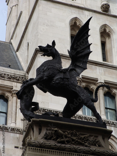 Photographie  winged griffin at high courts