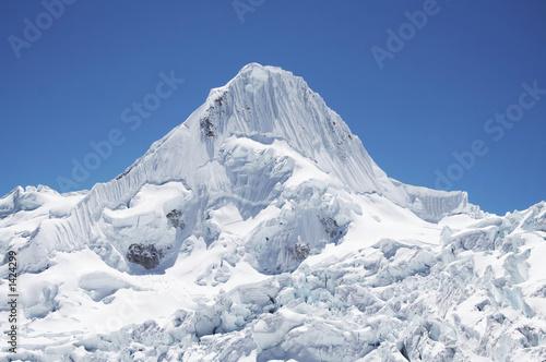 Foto auf Gartenposter Gebirge snow mountain alpamayo