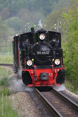 retro-czarno-czerwona-lokomotywa-parowa