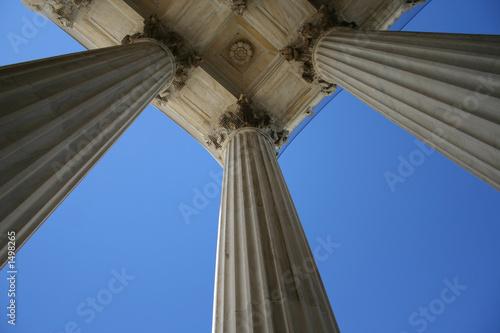 Fotografía  marble columns at supreme court