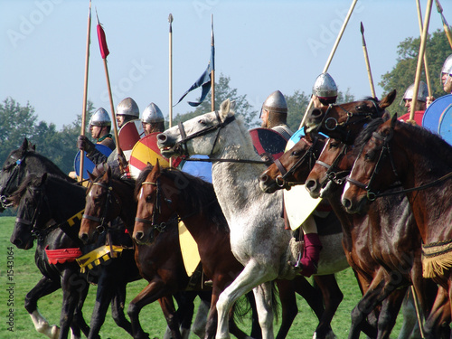 Valokuva norman horsemen line up for battle in hastings