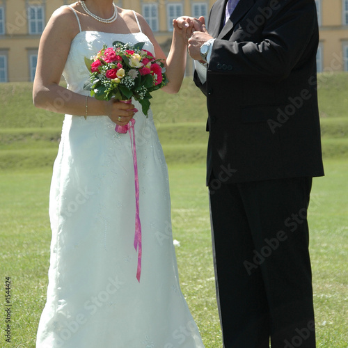 Photo  holding the hand