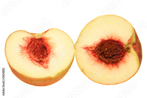 Photo peach cut ijn half