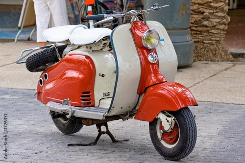Vespa ancienne. Canvas Print