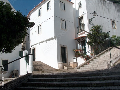 Photo treppen in der alfama, lisabon