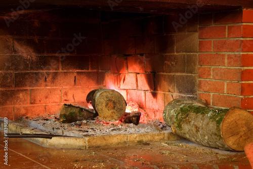 Tuinposter Oude verlaten gebouwen fireplace