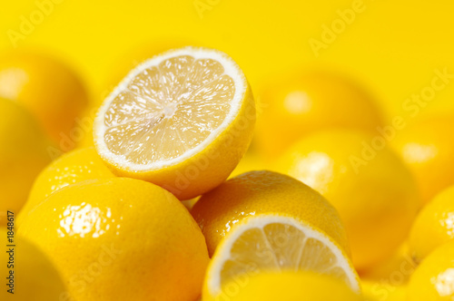 Fotografía  group of lemon on yellow background